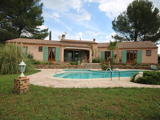 Charming Villa in Salernes France with Parking Space
