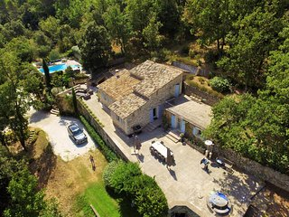 Cozy Villa in Menerbes with Swimming Pool