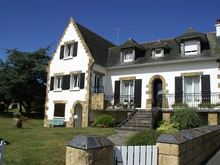 Characteristic holiday home 800 m from the beach with large garden in Brittany