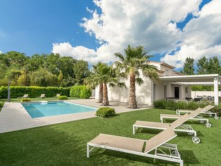 Luxurious modern villa with heated private swimming pool, jeu de boules court an