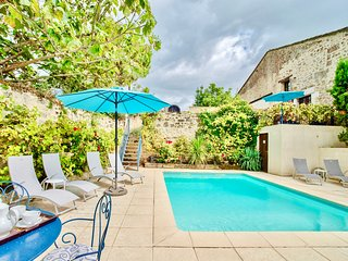VINE COTTAGE WITH POOL AN HOUR FROM BORDEAUX & BERGERAC AIRPORTS