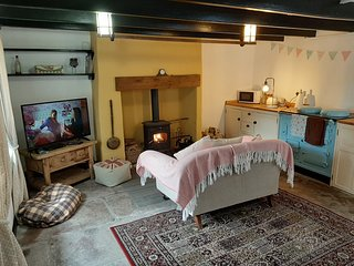 Quaint ,Traditional , Country cottage in the sticks ,Panoramic views.wood burner