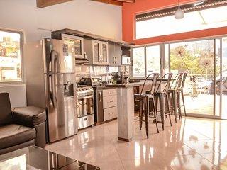 18 Bedroom Building Good for groups Sleeps 36 by Parque Poblado