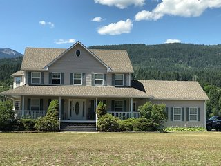 Gorgeous home on 5 acres with access to river.  Smoke free home with 4 bedrooms