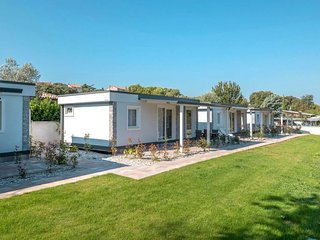 2 bedroom Villa with Air Con, WiFi and Walk to Beach & Shops - 5815323