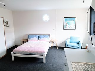 Central Bondi Studio - A/C, WiFi & Walk to Beach