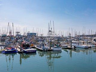 Coastal Seaside Retreat | Family Activities | Walk to Beach | 30-45 mins to SF