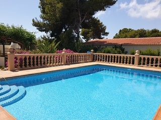 Villa with private Pool, fenced in plot in Javea