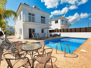 VILLA GINTARE - FOUR BED WITH PRIVATE POOL - NISSI BEACH AYIA NAPA
