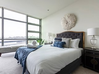 Isolate in Luxury Apt Great Southbank Location and Views + Uber Eats Voucher