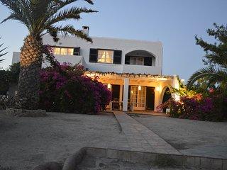 'Villa Romance by the beach' Ground fl. Sea front, Luxurious, Spacious, Elegant
