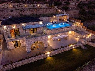 Exceptional Villa 3, heated pool, indoor & outdoor jacuzzi,sauna, sea view