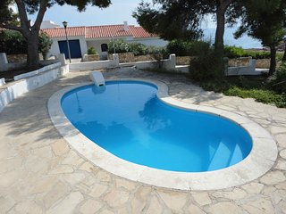 FAMILY HOUSE WITH DIRECT ACCES TO THE BEACH, SWIMING-POOL, BBQ AND WIFI_PISCINA