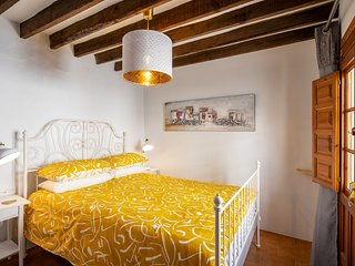 """El Huevo"" - Charming townhouse in the centre of Cómpeta, perfect bolt-hole"