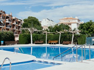 Apartment 45' Barcelona with pool, near beach and train