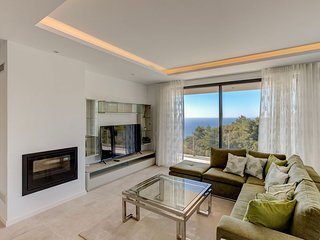 Magnificent new villa located at Vale Centeanes with sea views and heated pool