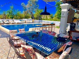 Amazing studio with swimming-pool