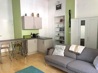 Modern apartment on lovely street close to Ku'damm