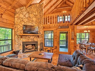 Upscale Cabin w/ Hot Tub - 4 Mi to Blue Ridge