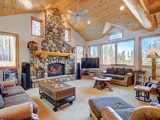 FREE SkyCard Activities - Luxury Home, Close to Skiing, Private Outdoor Hot Tub