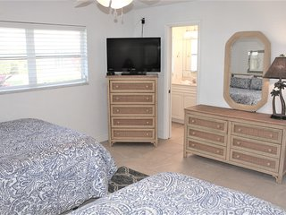 Jamaica Royale 067 Great updated unit!