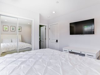 Modern bedroom with private bath by Facebook &  Stanford