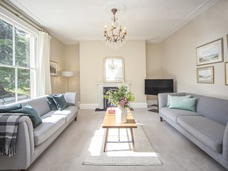 CITY VIEW - BATH - Luxury 2 Bedroom Self Catered Holiday Rental in Bath City Cen