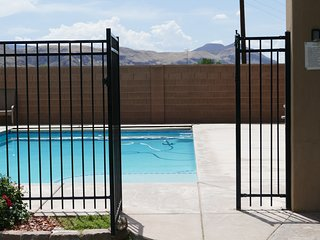 NEW! PRIVATE HOME & POOL, TV/GAME RM, KID PLAY GYM