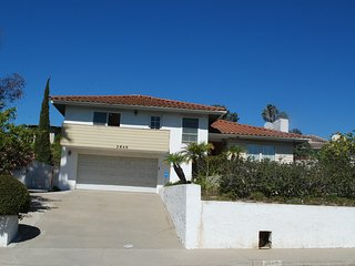 Entire 3 Bedrooms property close to Pacific Beach, La Jolla, Downtown, Zoo,
