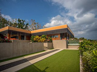 The Arancia Luxury Villa: 2 BR Villa with Seaviews in Nusa Penida