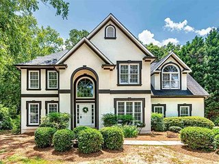 Executive House near Atlanta …. Clean and Cozy!!