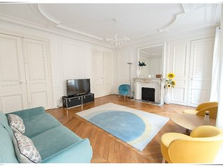 3 bedrooms for 8P, 130 m2, Center Paris Opera/Champs Elysees