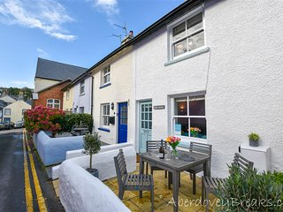 Shorties Lighthouse -  Traditional Welsh 2 Bedroom Fishermans Cottage Sleeping 4