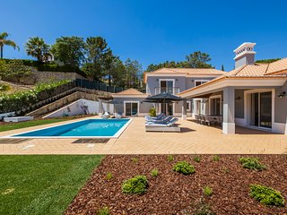 Luxury 5 bedroom villa in Encosta do Lago, Quinta do Lago short walk to lake
