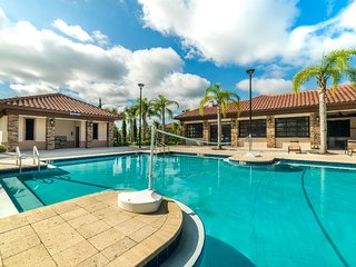 Luxury on a budget - Solterra Resort - Feature Packed Contemporary 8 Beds 5