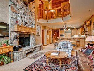 Ski-In Ski Out Deer Valley Luxury Condo Plus Loft Sleeps 10