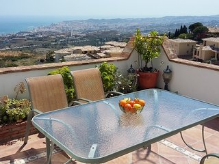 Hillside Apartment with Stunning View near Mijas Pueblo