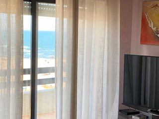 Spacious apt with sea view & Wifi