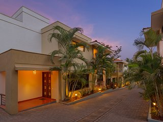 Three Solace - 3BR Vacation Home in Candolim w/ Cook, Staff, Shared Pool