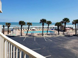 Couples GetAway, Private Balcony, Ocean View, Indoor & Outdoor Pool, 40' Flat Sc
