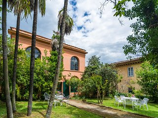 Chaming Farmhouse in Bacchereto with Swimming  Pool