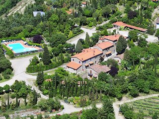 Elegant Farmhouse in Campriano with Swimming Pool
