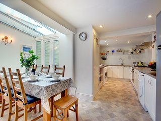 Beautiful home in Padstow with garden