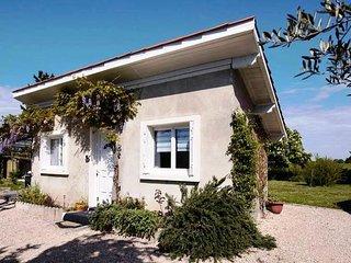 L'OUSTALET , T2 indépendant, jardin, parking privé portail électrique, 4km  A64.