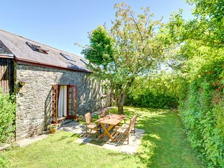 Centrally located home near the gardens and castle of West Wales