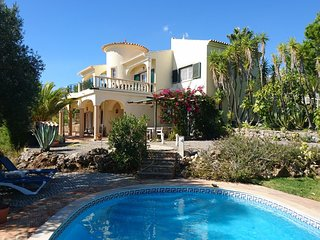 Detached villa with private swimming pool, just outside Sao Bras de Alportel.