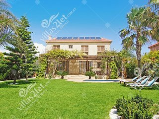 Cyprus Holiday Villa POLINA Profile