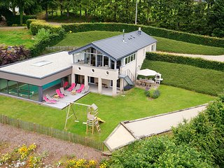 Modern Villa with Indoor Pool and Jacuzzi in Malmedy