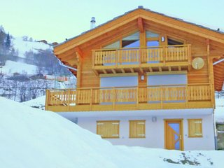 Lavish Chalet Amidst Mountains in Heremence