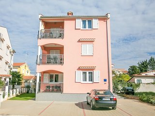 Beautifully Decorated Apartment near Sea in Kukci